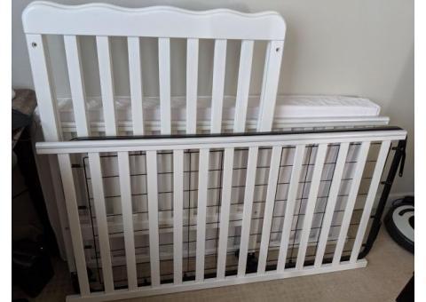 White Crib w/ Adjustable Mattress Height, Including Mattress